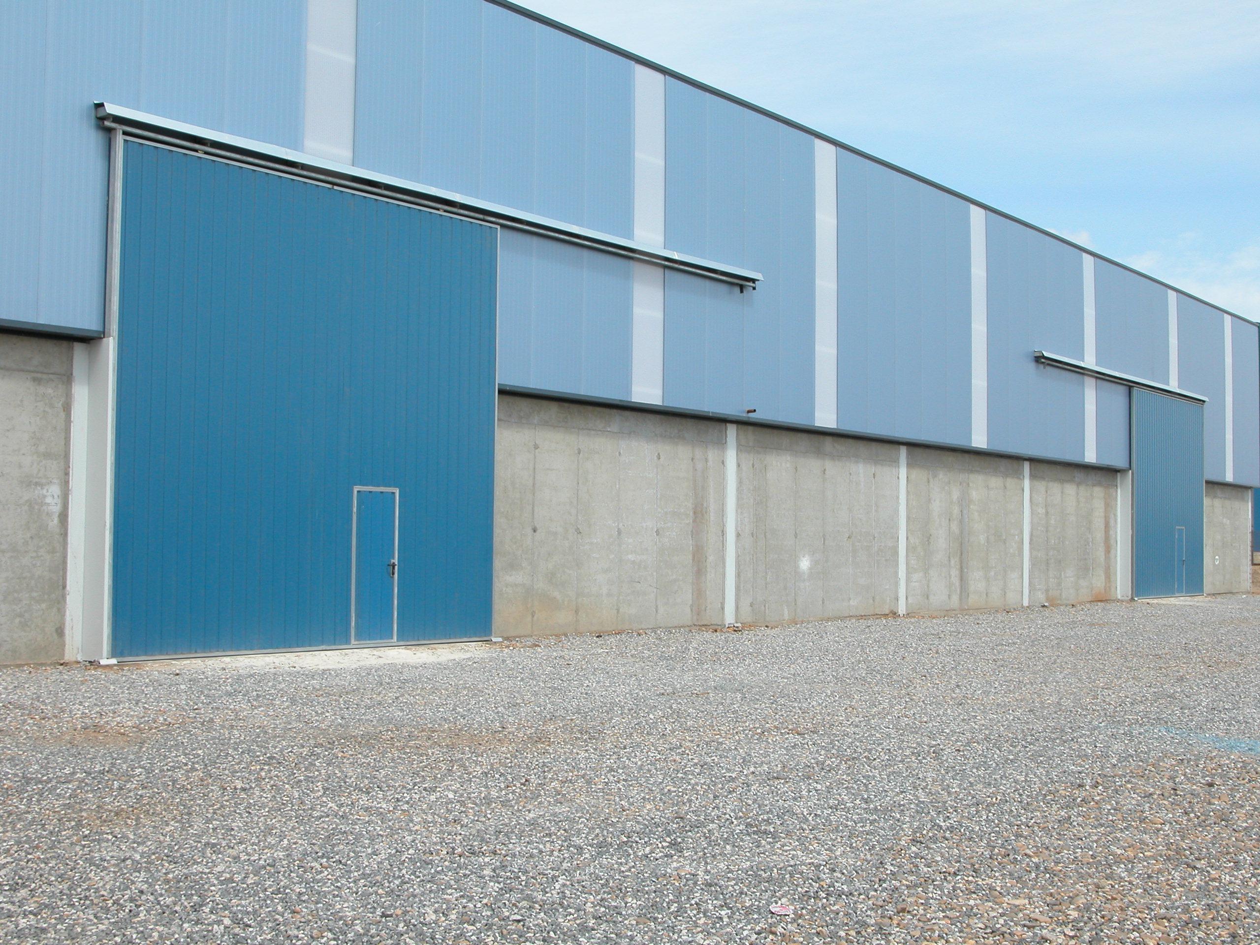 Puertas correderas puertas y automatismos m luque for Puertas industriales
