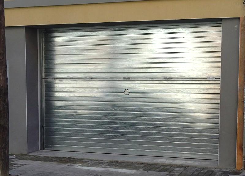 Basculantes de aluminio puertas y automatismos m luque - Tipos de puertas de garaje ...