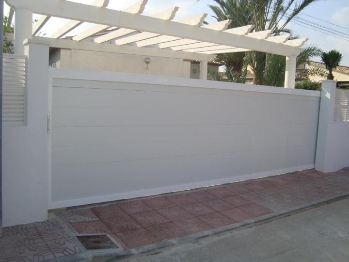 Puertas de garaje correderas de aluminio blanca puertas for Correderas de aluminio precios