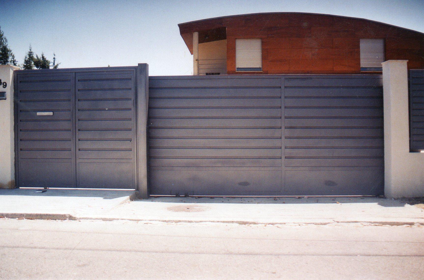 Puertas automaticas para garage car interior design for Herrajes puertas correderas garaje