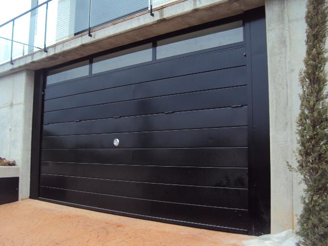 Basculantes de aluminio puertas y automatismos m luque - Puertas para garages ...